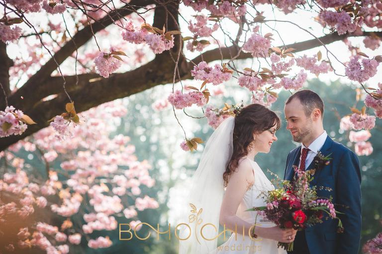 spring wedding at glasgow university chapel
